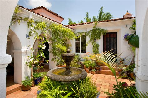 spanish style house plans with interior courtyard www