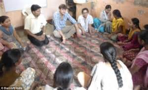 life of steve jobs in india ashton kutcher towers over group in india daily mail online