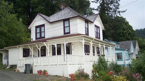 goonies house iconic movie mansions from iron man s malibu digs to the gatsby estate the