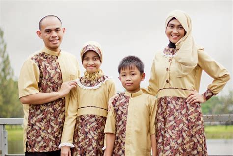 Baju Busana Muslim Keluarga Pilihan Warna Baju Muslim Agar Foto Keluarga Tak Cantik