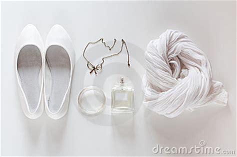 imagenes de cosas blancas witte dingen schoenen sjaal parfums en juwelen stock