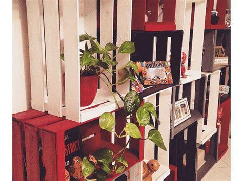 libreria mondadori como crea la libreria con le cassette di legno donna moderna