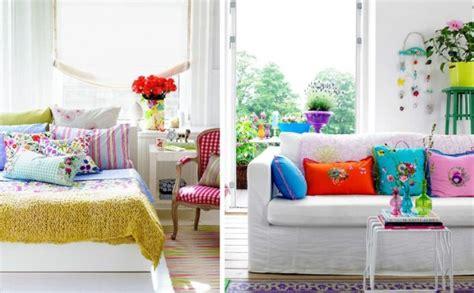 decorare cuscini decorare con cuscini colorati
