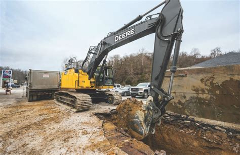 john deere  lc excavator    lift capacity