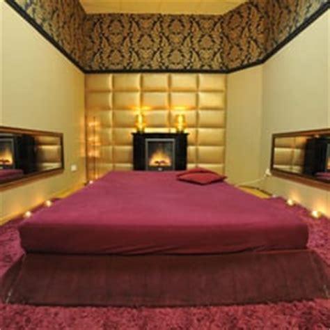 Gold Bedroom Ls by Secret Service 10 Photos Zeil 26