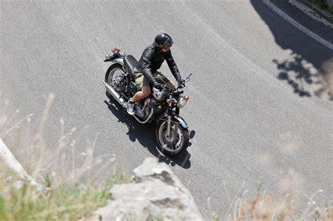 48 Ps Motorrad Wheelie by Kawasaki W 800 Testbericht