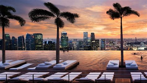 Infinity Pool In Singapore For Luxury Marina Bay Sands Hotel In Singapore