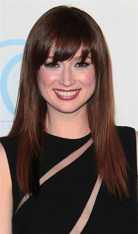 ellie kemper might need to steal her hair color lovely ellie kemper long straight cut with bangs ellie kemper
