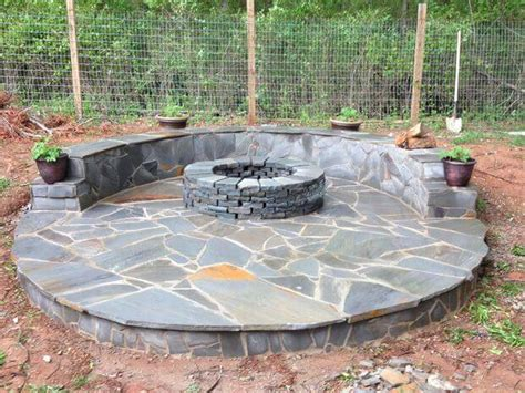 how to build a pit with circular wrap around veneer patio