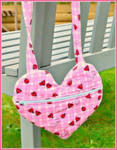 easy tote bag pattern with zipper easy zippered valentine heart purse free sewing pattern
