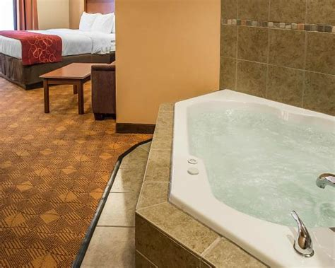 Tub Hotel Rooms Pittsburgh by Big Whirlpool Tub Picture Of Comfort Suites Monaca