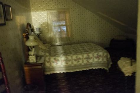 haunt bed quot haunted quot toy chest room i thought i took a pic of a