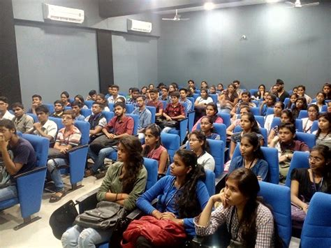 Seminar Topics For Mba Students by Seminar On Mba Specialisations Endeavor Careers
