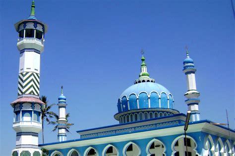 gambar arsitektur bangunan menara agama tengara
