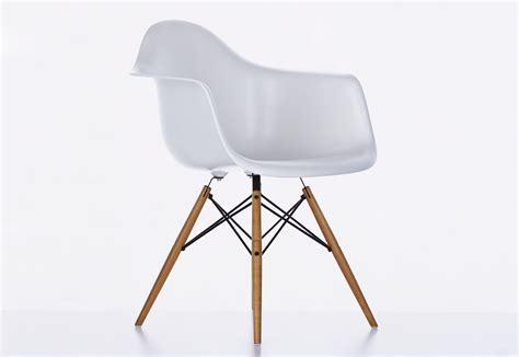 Eames Plastic Armchair Daw by Eames Plastic Armchair Daw By Vitra Stylepark