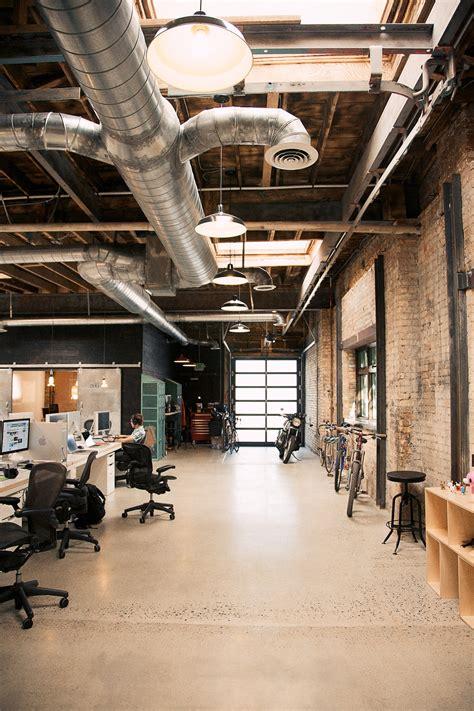 Industrial Office Decor by Une R 233 Novation D Entrep 244 T En Bureaux Exposed Brick