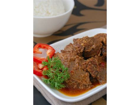 worlds   delicious foods rendang  indonesia