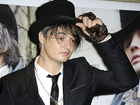 The Drama Kate Moss And Pete Doherty German Vanity Fair July 2007 by Miley Cyrus Scores Uk Chart Tops Single And Album