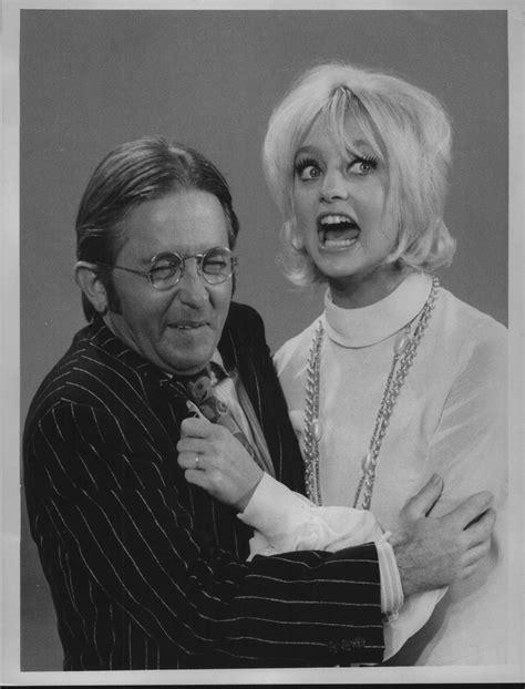 laugh  comedic actor arte johnson dies