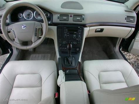 light taupe interior  volvo   photo  gtcarlotcom