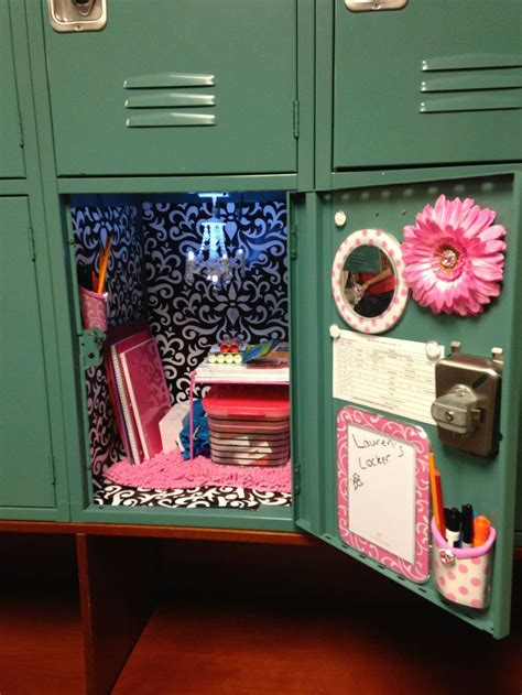 finally get a locker this year so comment