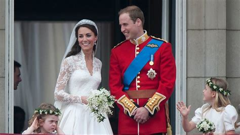 Wedding Cake Kate Middleton by Cake From Prince William And Kate S Royal Wedding Up For