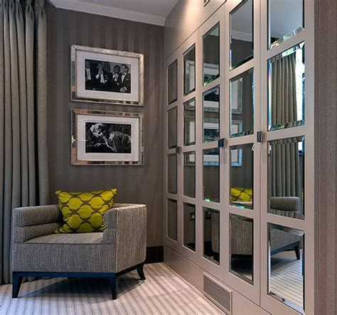Built In Mirrored Wardrobe by 25 Best Ideas About Mirrored Wardrobe Doors On