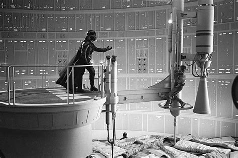 famous scene photos 30 awesome behind the scenes shots from famous movies
