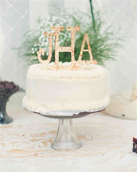 Monogram Wedding Cake by Monogrammed Wedding Cake Ideas You Ll Want To Put Your