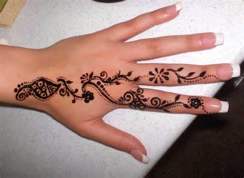 Pakistan cricket player cute henna designs