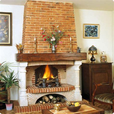 Cheminee En Brique by Chemin 233 E 224 Foyer Sur 233 Lev 233 Avec Hotte En Briques Moul 233 Es