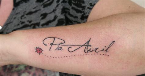 imagenes de tatuajes de nombres para mujeres nombre y ladybug by under tattoo studio tatuajes para
