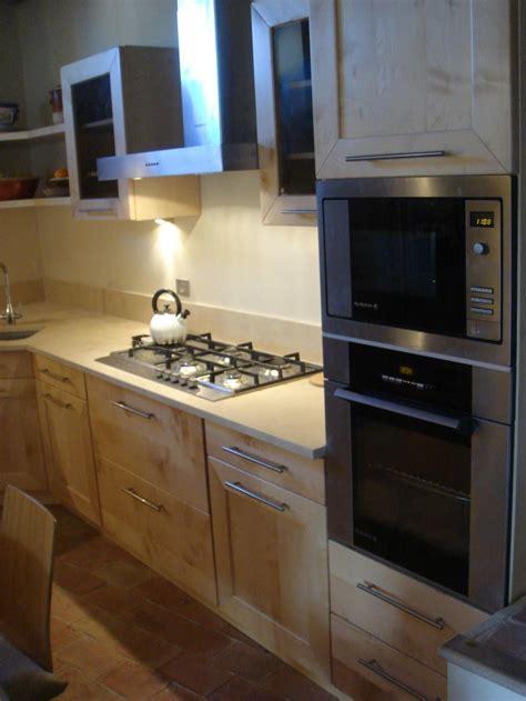 cuisine 駲uip馥 sur mesure cuisine contemporaine mod 232 le erable sur mesure 224 marseille