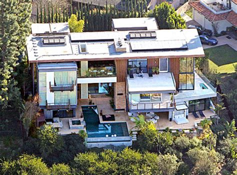 ashton kutcher house ashton kutcher and mila kunis purchased 10 million