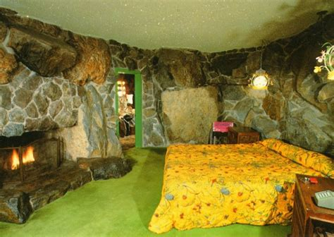 caveman room 9 the top and wacky hotel rooms and suites travel
