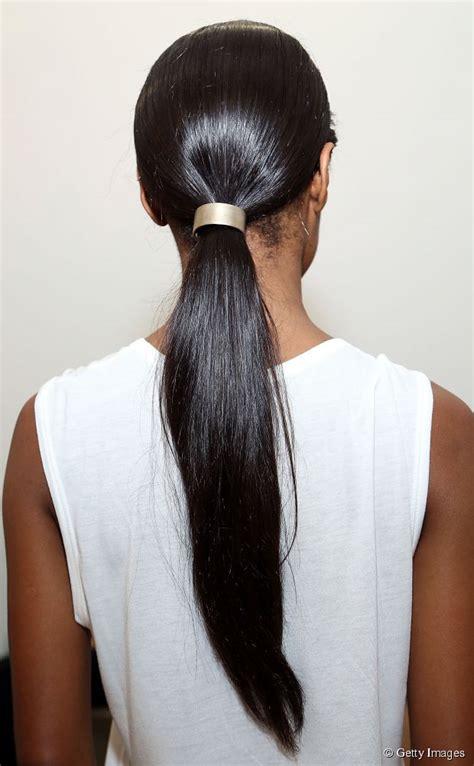ways  wear minimalist hair accessories