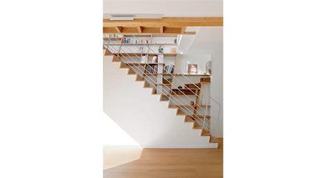 aménagement cage d escalier 694 tapis en cuir blanc