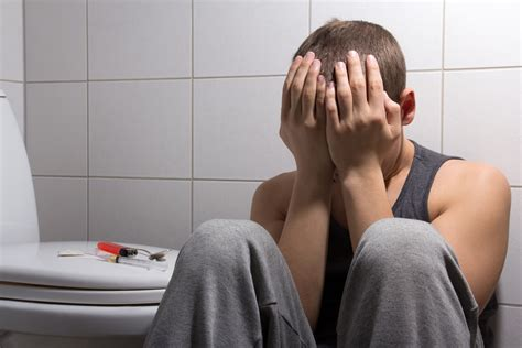 cocaine bathroom the seven deadly signs of heroin addiction how to