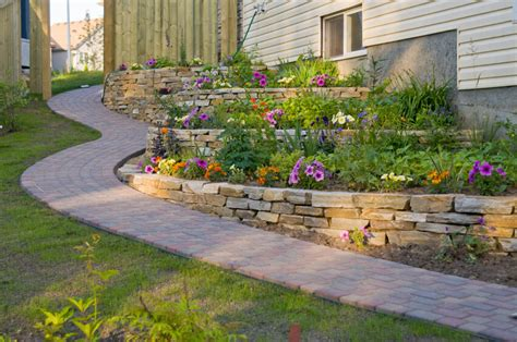 Terracing A Sloped Backyard 27 Backyard Retaining Wall Ideas And Terraced Gardens