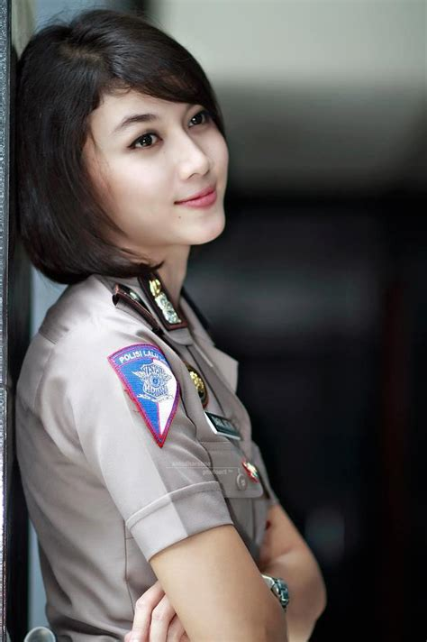 foto cantik wajah manis dan cantik polisi wanita indonesia