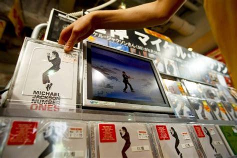 Michael Jackson Record Sales After Michael Jackson Album Sales Skyrocket After His Novinite Sofia News Agency
