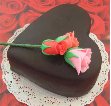 Decorating A Shaped Cake by Chocolate Shaped Valentines Day Cake Decorating