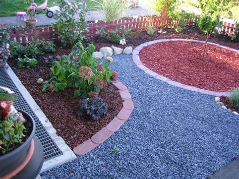 wie gestalte ich meinen vorgarten vorgarten gestalten mit kies und gr 228 sern kunstrasen garten
