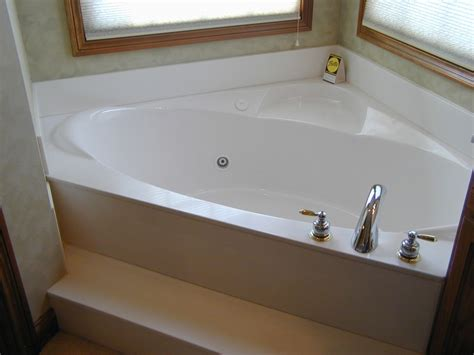 what is the standard size of a bathtub what are the dimensions of a standard bathtub