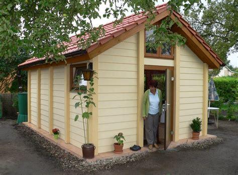 kleines holzhaus bauen exklusives gartenhaus solides kleines holzhaus blockhaus
