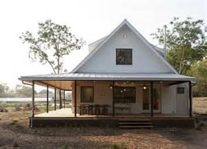 Texas Farmhouse Plans Houzz Tour A New Texas Farmhouse Pulls A Neat Trick