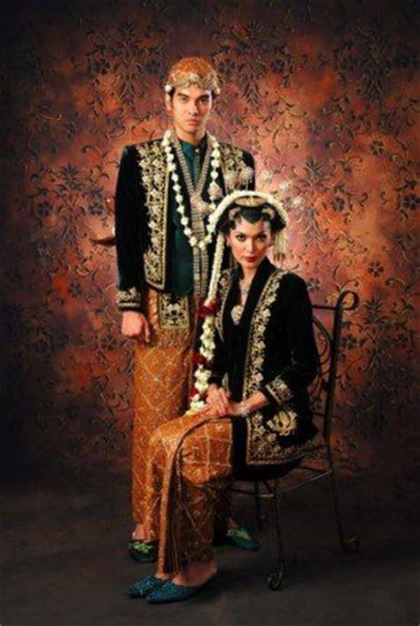Baju Adat Khas Jawa Tengah fitinline makna simbolis busana kebaya dan jawi jangkep