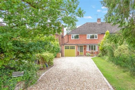bedroom semi detached house  sale  mayswood road