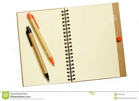 c de c1 cuaderno cuaderno y plumas abiertos imagen de archivo imagen de carta 32812459