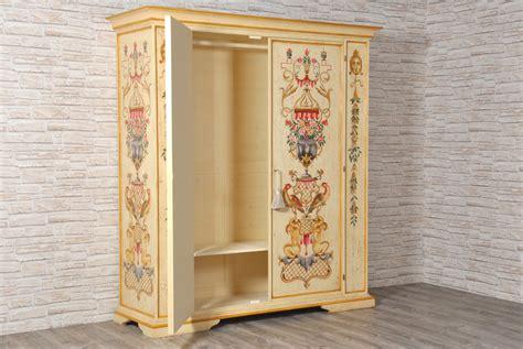 armadi veneziani maestoso e pregiato armadio finemente decorato in stile